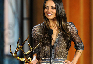 Mila Kunis is Freaking Hot at the Guys Choice Awards
