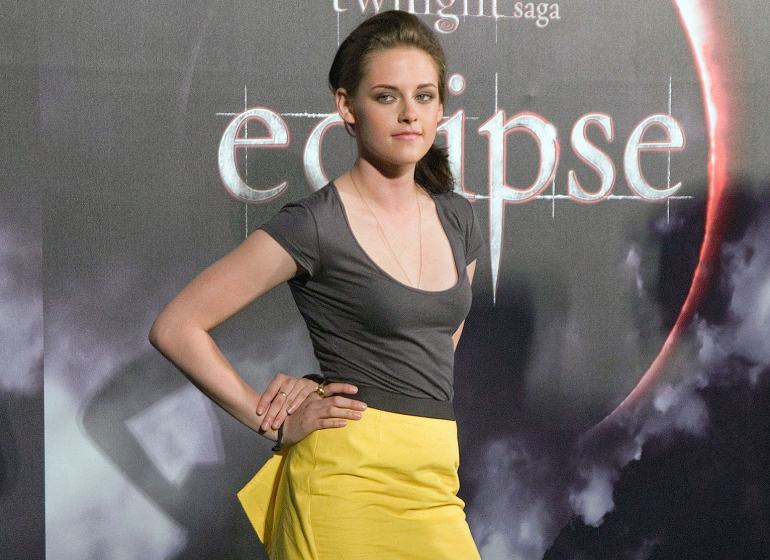 Kristen Stewart Rocks a Yellow Mini in Sydney